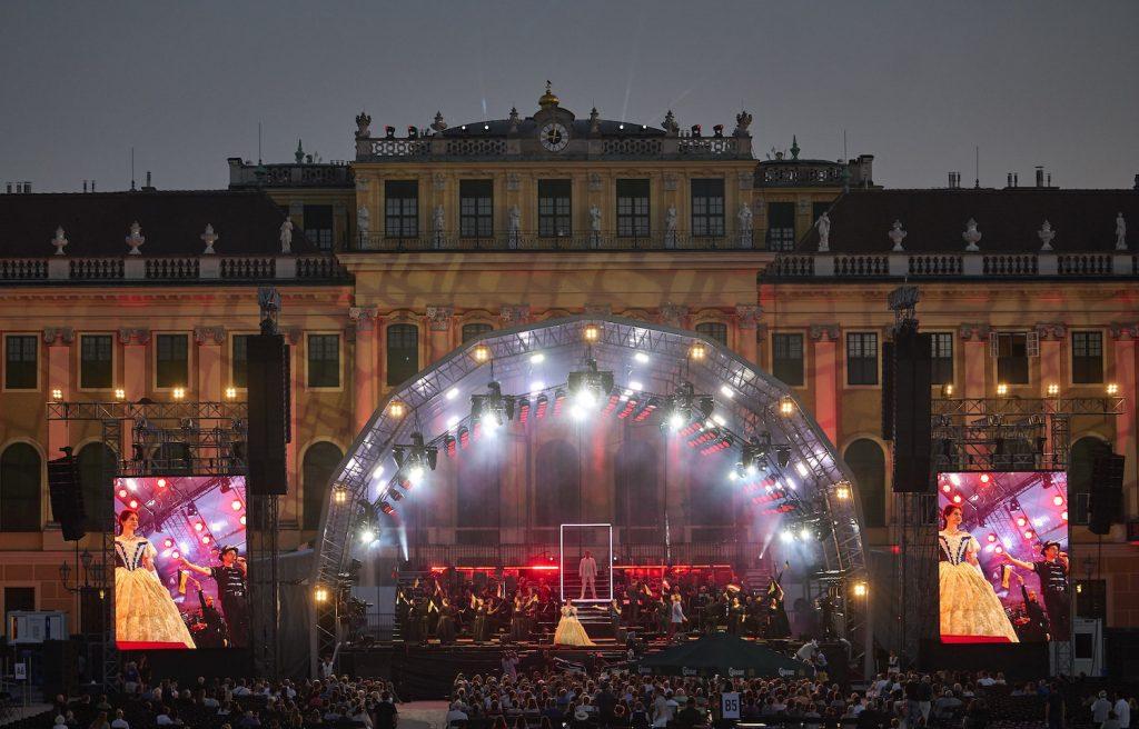 Die Besetzung sorgt für einige Fragezeichen – trotz traumhaftem Ambiente und einem Orchester in Bestform